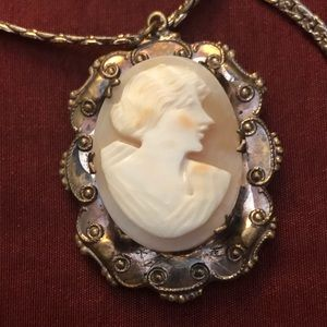 FREE SHIPPING !!! Cameo with gold tone necklace